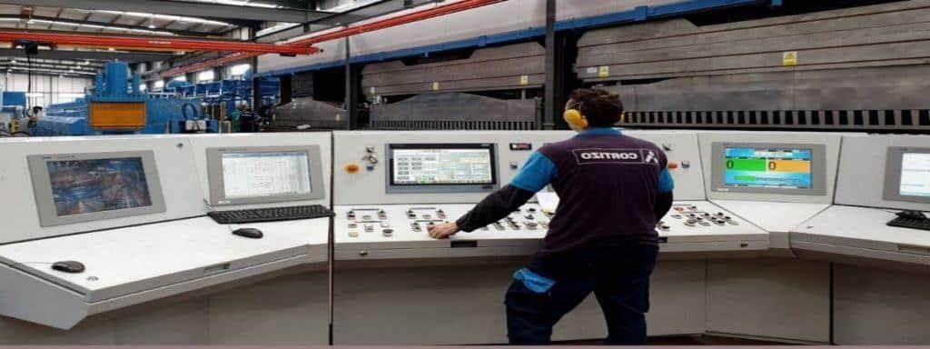 Empleo AluminioCortizo tecnico 1024x384 - La empresa Cortizo generá 300 empleos en el Campus Tecnológico de Galicia