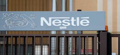 Empleo Nestle Espana Logo 390x180 - Clece ofrece empleo 12.769 personas en toda España